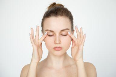 Самомассаж для профилактики морщин вокруг глаз