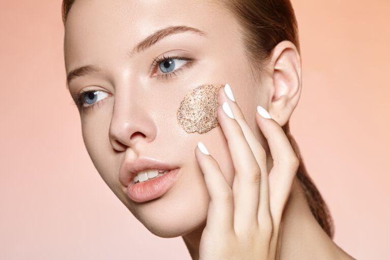 Пилинг кожи лица: для чего он нужен