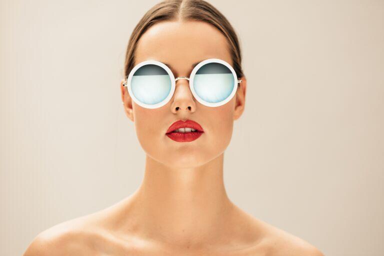 3 средства, которые помогут удалить помаду с кожи губ