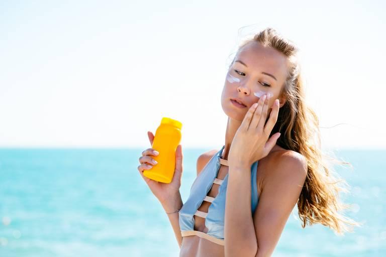 Какая косметика нужна во время пляжного отдыха