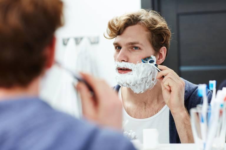 шелушение после бритья