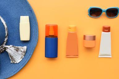 Крем, спрей, стик, молочко или масло: выбираем средство с SPF