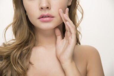 Чешется лицо: что делать с зудом кожи