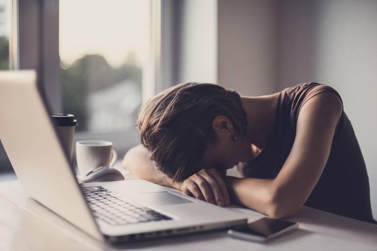Не нервничать: как эмоции отражаются на состоянии кожи