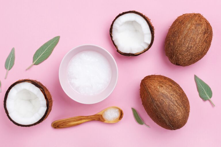 Маска с кокосовым маслом для лица: 6 домашних рецептов и обзор 8 средств