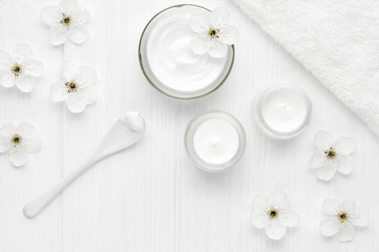 Отбеливающий крем для лица от пигментных пятен: рейтинг лучших отбеливающих кремов