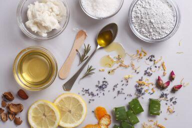 Маска для жирной кожи лица: домашнего приготовления или готовые средства?