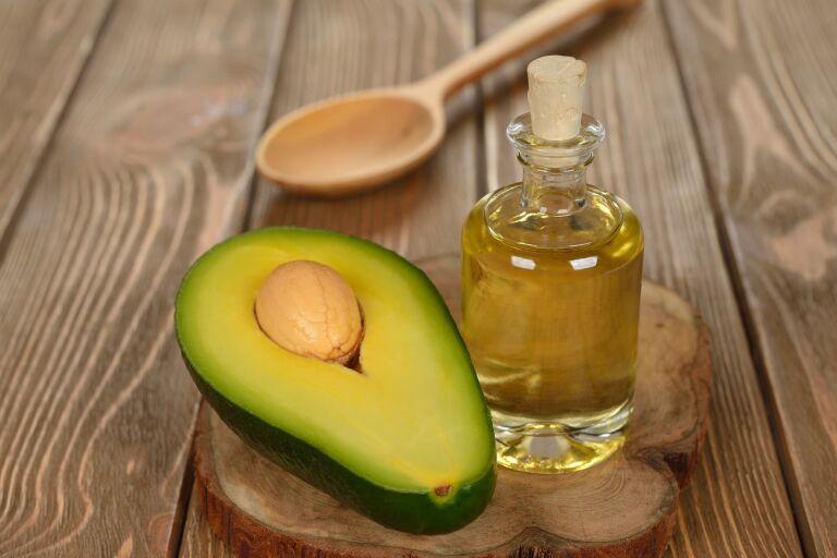 Масло и плод авокадо