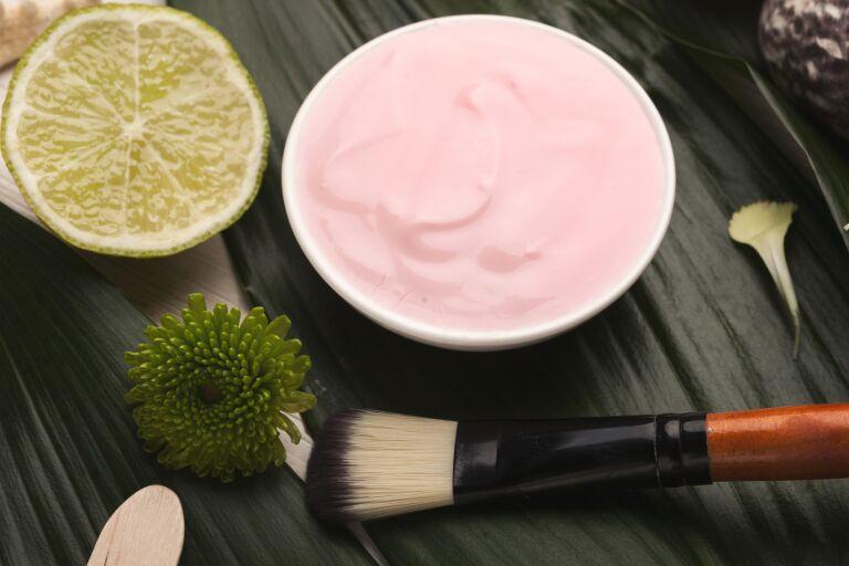 Питание и увлажнение кожи лица маски