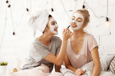 Маска для молодой кожи лица: домашние рецепты или готовые средства?