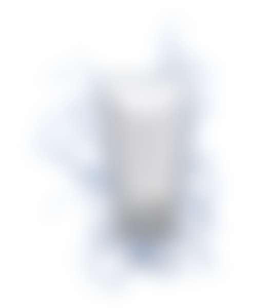 тюбик косметического средства в бразгах воды