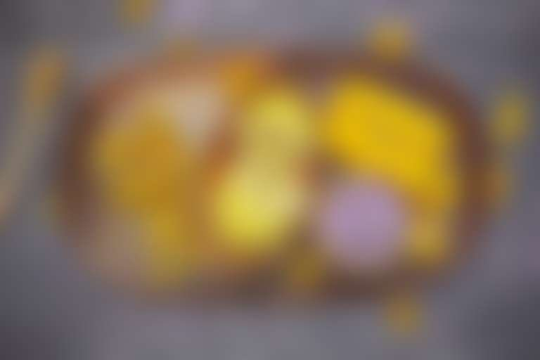 Ингредиенты для маски от прыщей: цветы календулы, лимон, лаванда