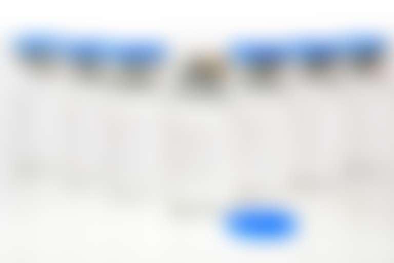 прозрачные пузырьки с синими колпачками с составом для инъекций красоты