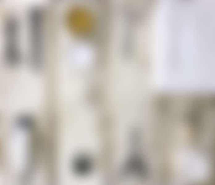 средства для ухода за бородой: машинка, расчески, ножницы, воск, крем, щетка