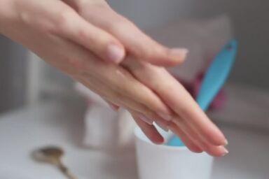 Видео: как сделать маски для рук в домашних условиях