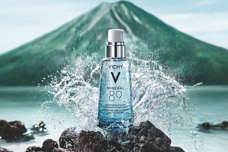 гель-сыворотка mineral 89 vichy на фоне озера и гор