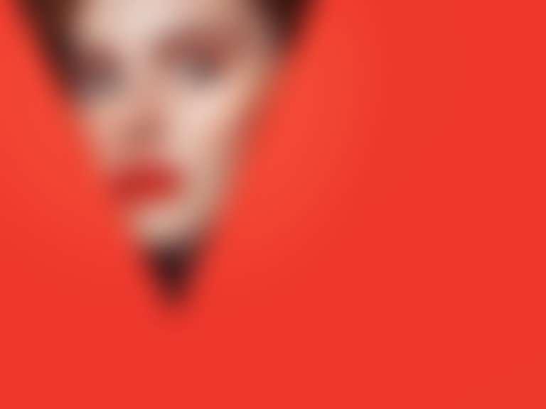 Лицо и красный треугольник