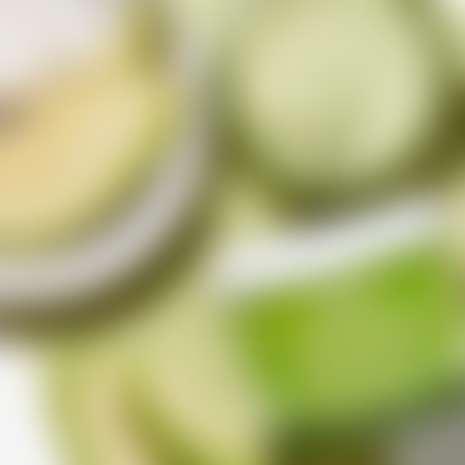 натюрморт с авокадо и маской килз с авокадо