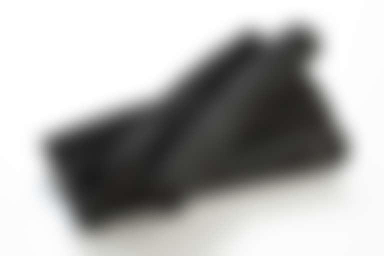 В состав масел Shu Uemura входят оригинальные ингредиенты, например, древесный уголь бинчотан.