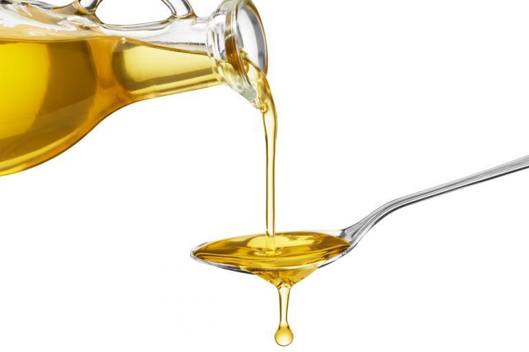 Масла для увлажнения кожи: лучшие эфирные и базовые