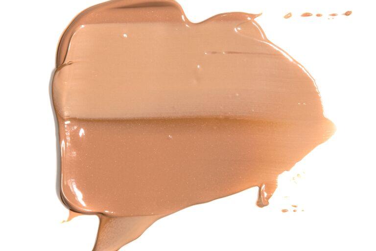 Лучший тональный крем для возрастной кожи лица: рейтинг средств
