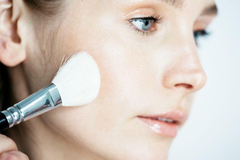 Увлажняющий крем для жирной кожи лица: обзор 8 хороших кремов