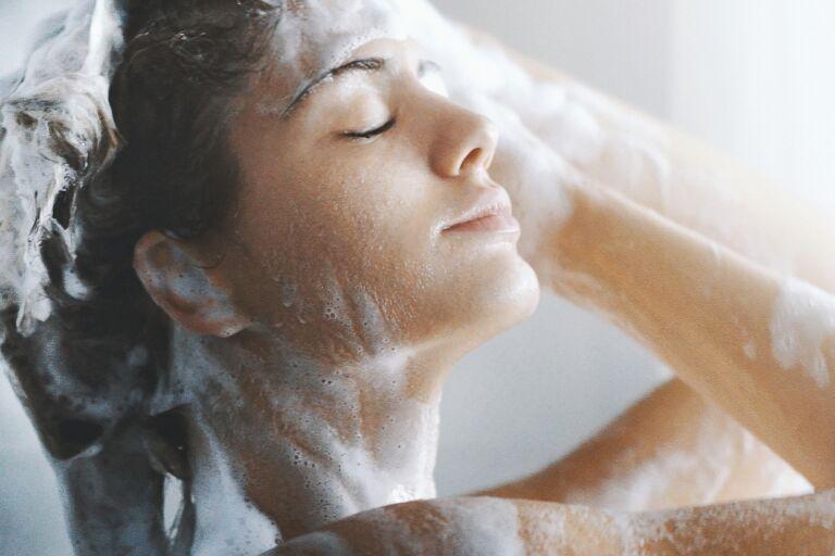 Шампунь для сухой кожи головы: обзор 5 увлажняющих средств
