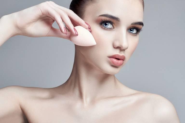 Нанесение тонального крема для сухой кожи