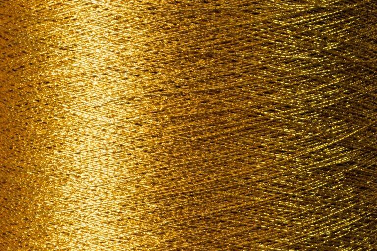 Текстура ткани из золотых нитей