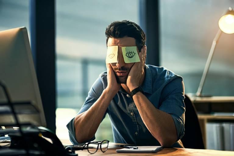 Мешки под глазами у мужчин, причины