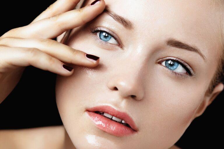 Как очищать жирную кожу лица