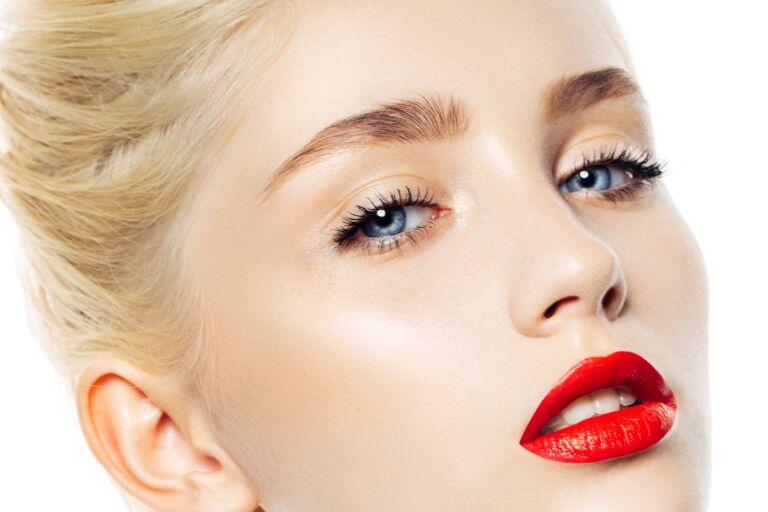 Почему сохнут губы у женщин, что делать. Причины, почему трескаются после 30, 40, 50 лет, лечение губ во время беременности