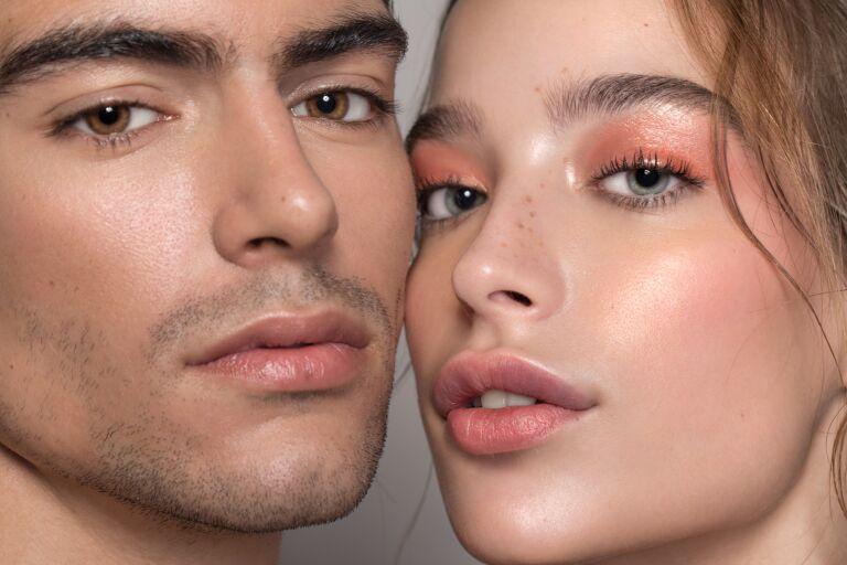 мужчина и женщина, которые в одинаковой степени могут пользоваться кремом Triple Lipid Restore, SkinCeuticals
