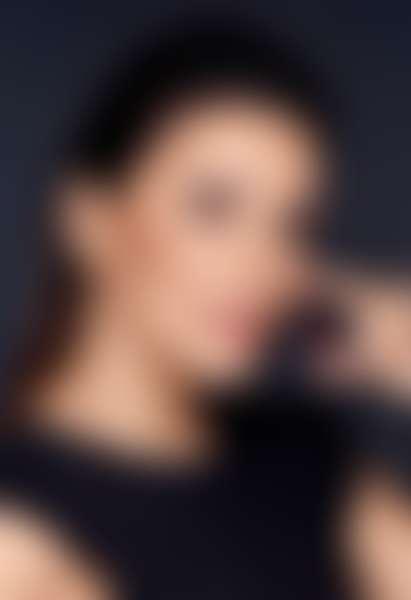 Ева Лонгория держит ампулу Revitalift Laser, L'Oréal Paris