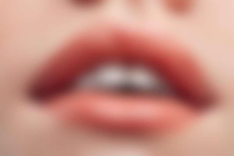 Крупно губы