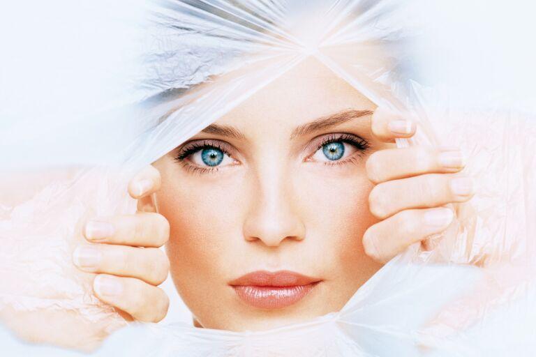 Фото девушки, символизирующая обновление кожи после процедуры ферулового пилинга