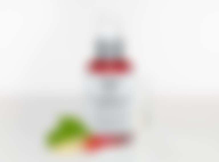 Vital Skin-Strengthening Super Serum от Kiehl's на белом фоне с ягодами лимонника и корнем женьшеня