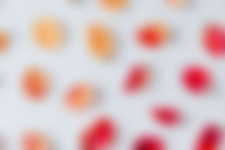 Лепестки тюльпанов, иллюстрирующие постакне.