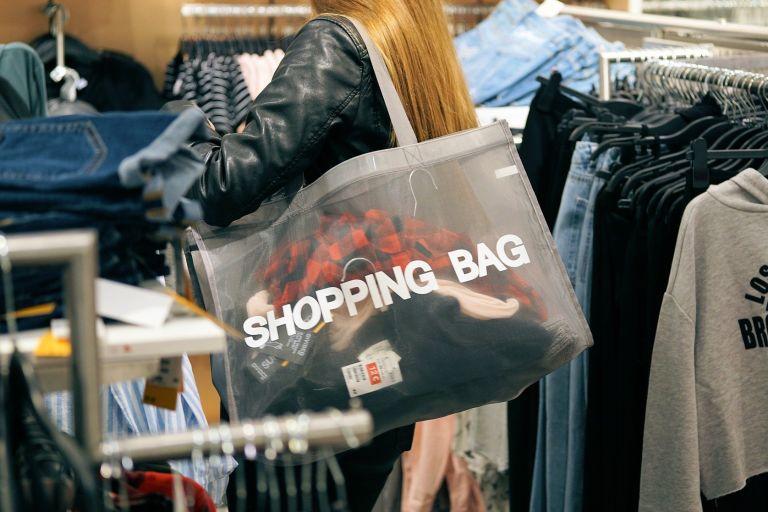 Неосознанное потребление негативно влияет на окружающую среду.