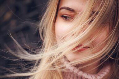 Плотнее, гуще, сильнее: уход за тонкими волосами
