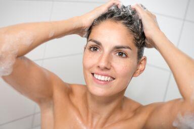 Чистое любопытство: нужно ли мыть голову перед окрашиванием