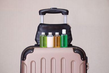 Собираем косметичку в самолет: 6 необходимых средств