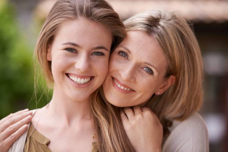 Счастливые мать и дочь