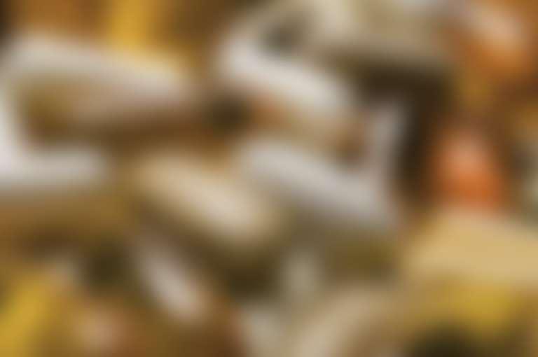 прозрачные капсулы и непрозрачные таблетки вперемешку