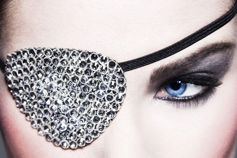 Средства для снятия косметики с кожи вокруг глаз
