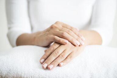 Как сохранить молодость кожи рук: 10 правил