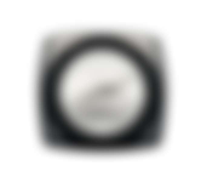 Открытая баночка с кремом