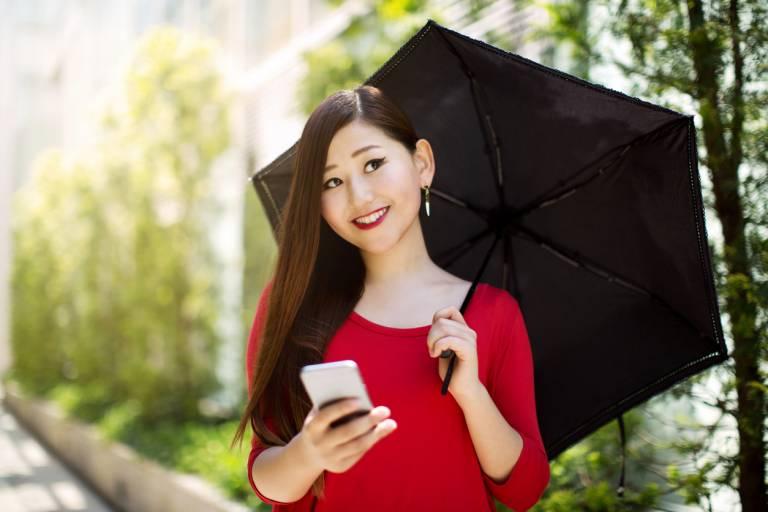 Кореянка с зонтиком