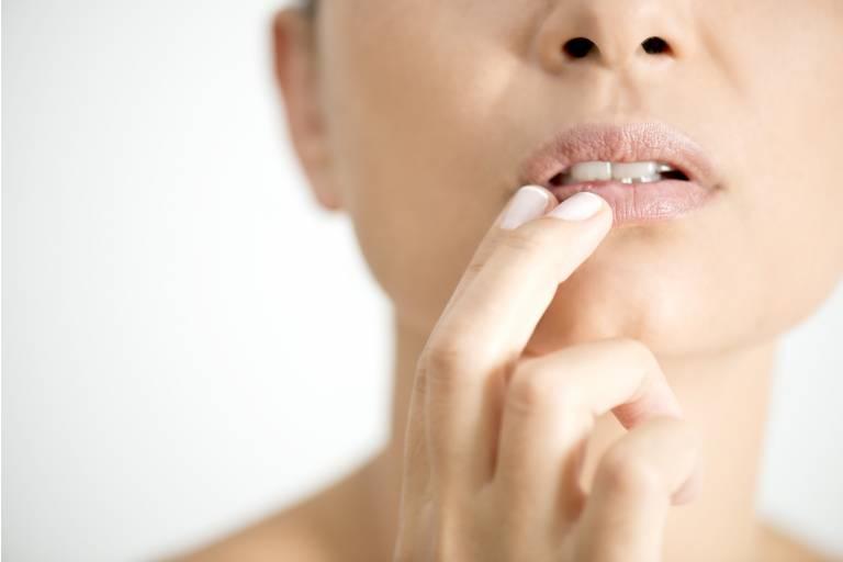 сухость кожи губ