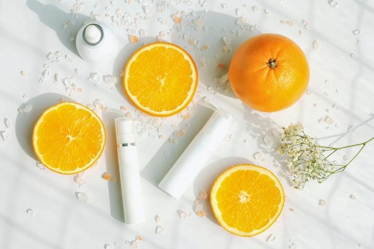 Апельсины и флаконы